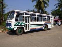 Un autobús turístico en la India Imágenes de archivo libres de regalías
