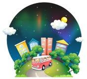 Un autobús por completo de niños Imágenes de archivo libres de regalías