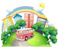 Un autobús por completo de niños Imagen de archivo libre de regalías
