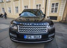 Un'automobile di Range Rover SUV sulla via immagini stock libere da diritti