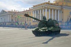 Un ` autopropulsé lourd de Msta-S de ` de bâti d'artillerie sur le défilé en l'honneur de Victory Day Photos stock