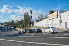 Un'autostrada senza pedaggio sull'uscita della rampa a Los Angeles Fotografie Stock Libere da Diritti