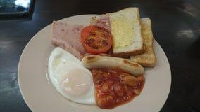 Un autre grand petit déjeuner pendant un jour normal image libre de droits