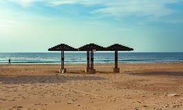 Un auvent en bois pour la protection contre le soleil photographie stock libre de droits