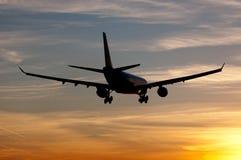 Aterrizaje plano en salida del sol Foto de archivo libre de regalías