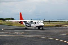 Un avión listo para sacar Fotos de archivo libres de regalías