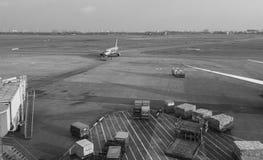 Un avion à l'aéroport de Tan Son Nhat dans Saigon, Vietnam Photo stock