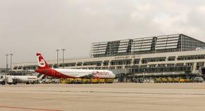 Un avion d'Air Berlin à l'aéroport international de Stuttgart, M Images libres de droits