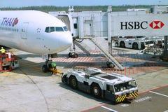 Un avion dans l'aéroport Photo libre de droits
