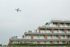 Un avion dans le ciel Image stock