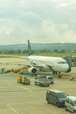 Un avion de début Alliance à l'aéroport international de Stuttgar Images libres de droits