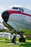 Un avion du vintage DC-6 Liftmaster du fret aérien du nord (le Conseil de l'Atlantique nord) Photographie stock