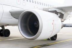 Un avion stationné Photos libres de droits