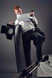 Un ayudante cansado del fotógrafo Foto de archivo libre de regalías