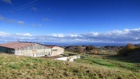 Un'azienda agricola nel forez di livradois, auvergne, Francia immagini stock libere da diritti