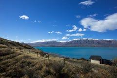 Un'azienda agricola su Lakeside del lago Tekapo in Nuova Zelanda Immagini Stock