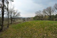 Un bâti grave antique à la montagne de Frisian vue de ci-dessus, Rijssen Overijssel photographie stock libre de droits