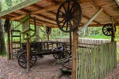 Un bâtiment de ménage sur le territoire du camp complexe historique militaire de Partizanen dans le ‹d'†de ‹de village†de Sta image libre de droits