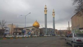 Un bâtiment de mosquée dans la ville de Khoy image libre de droits