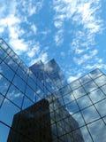 Un bâtiment moderne garni du verre Photo libre de droits