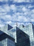 Un bâtiment moderne garni du verre Photos stock