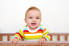 Un bébé sourit Photos stock