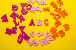 Un b c con las letras de madera imágenes de archivo libres de regalías