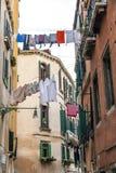 Un backstreet en Venecia, Italia Fotografía de archivo libre de regalías