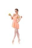 Un bailarín de ballet joven y lovelty que sostiene una manzana fresca Fotografía de archivo