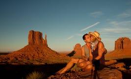 Un baiser en vallée de monument Photographie stock