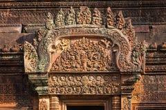 Un bajorrelieve en Banteay Srei Imagen de archivo