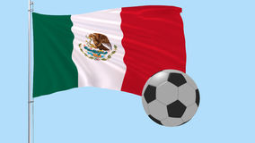 Un balón de fútbol realista vuela alrededor de la bandera realista que agita de México en un fondo transparente, 3d representació