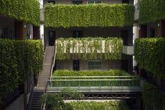 Un balcón con las plantas Foto de archivo
