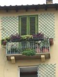 Un balcone di una casa in Italia fotografia stock