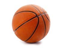 Un baloncesto anaranjado oficial sobre blanco Fotos de archivo libres de regalías