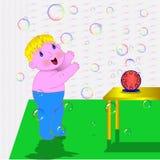 Un bambino prova a prendere una bolla nell'aria Fotografia Stock