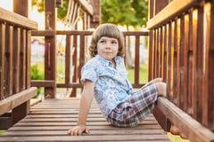 Un bambino sul campo da giuoco Fotografie Stock Libere da Diritti
