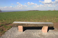 Un banc avec une vue Photo libre de droits