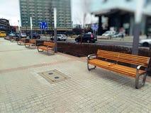 Un banc en bois sur la promenade image stock
