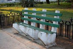 Un banc vert Photo libre de droits