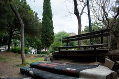 Un banco al aire libre foto de archivo