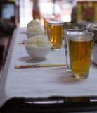 Un banquete y un apoyo de la tabla en el Año Nuevo chino para respetar al antepasado y a celebrar Fotografía de archivo