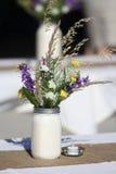 Un barattolo con i fiori. Immagine Stock Libera da Diritti