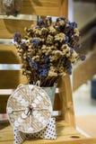 Un barattolo dei fiori della decorazione Immagini Stock Libere da Diritti