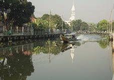 Un barco de canal Fotografía de archivo libre de regalías