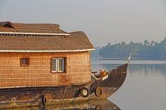 Un barco de casa Remansos de Kerala Foto de archivo