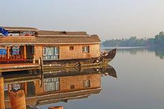 Un barco de casa Remansos de Kerala Imagenes de archivo