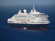 Un barco de cruceros enorme en la bahía del ministerio de marina Imagen de archivo