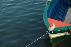 Un barco de pesca coloreado Imagenes de archivo