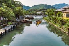 Un barco en Katsura River fotografía de archivo libre de regalías